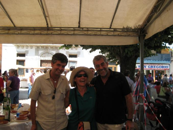 Olga, vicepresidenta de Tempo Gañado, se rie con Carlos Blanco